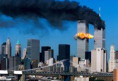 11 septembre 2001, deux avions s'écrasent sur les tours jumelles du World Trade…