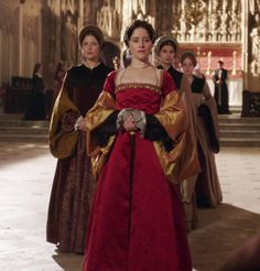 When he arrived he was met by George Boleyn and Thomas Cromwell, who brought a message from Henry advising him to meet with Anne. Tudor Costumes, Period Costumes, Theatre Costumes, Movie Costumes, Historical Costume, Historical Clothing, Tudor Dress, Wolf Hall, Tudor Fashion