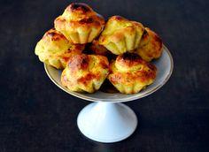 Baking with Marianne: Saffron Raisin Brioche My Recipes, Sweet Recipes, The Dish, Raisin, Food Inspiration, Love Food, Cauliflower, Muffin, Dishes