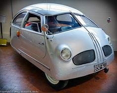 1951 Hoffman, only 1 ever built. Road & Track worst car ever built. hp and top speed of 45 km/hr. Could be tipped over by one person if the car was rocked hard. Maserati, Bugatti, Carros Vw, Automobile, Microcar, Roadster, Weird Cars, Crazy Cars, Unique Cars
