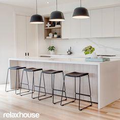 Choosing New Kitchen Countertops Budget Kitchen Remodel, Kitchen On A Budget, Home Decor Kitchen, Kitchen Interior, New Kitchen, Home Kitchens, Modern Kitchens, Kitchen Renovations, Light Wood Kitchens