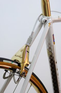 Colnago has never sacrificed weight for style, evidenced by its lavish celebratory models. Like this Master, accentuated with 24 karat gold.