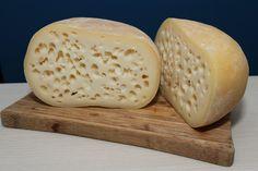 domowy ser z dziurami