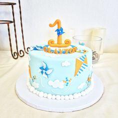 Items similar to Kite and Pinwheel fondant baby cake set on Etsy Creative Cake Decorating, Creative Cakes, Fondant Baby, Fondant Cakes, Baby Shower Balloons, Baby Shower Cakes, Pinwheel Cake, Baby Birthday Cakes, 3rd Birthday