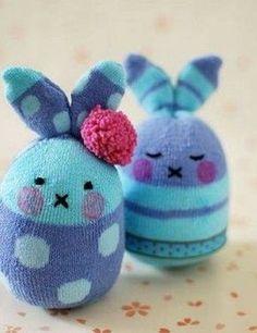 How to Make Easter Bunny Softies From Socks – Tuts+ Crafts & DIY Tutorial Cómo hacer Softies de conejito de Pascua con calcetines – Tuts + Crafts & DIY Tutorial Sock Crafts, Bunny Crafts, Easter Crafts For Kids, Cute Crafts, Fabric Crafts, Diy For Kids, Easter Ideas, Crafts With Socks, Easter Projects