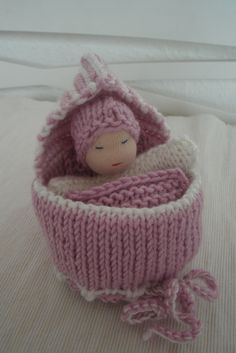Knitting Patterns Toys ♥ ღ Magic bag - doll in a knit bed ღ ♥ Amigurumi Patterns, Knitting Patterns, Crochet Patterns, Knitted Dolls, Crochet Dolls, Loom Knitting, Baby Knitting, Knit Or Crochet, Crochet Baby