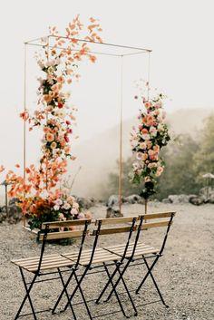 Colorful spring floral wedding in Southern California at Oakridge Farmhouse - Wedding Arch Wedding Ceremony Ideas, Wedding Altars, Outdoor Wedding Decorations, Wedding Trends, Rustic Wedding, Wedding Unique, Wedding Venues, Modern Wedding Ideas, Perfect Wedding