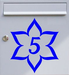 Hausnummer Blüte - Briefkastentattoo - Wunschzahl, Wunschfarbe - von Design Out Of Norm
