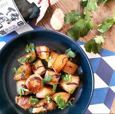 Ces navets caramélisés peuvent s'accompagner d'un riz sauvage et de tofu, d'un magret de canard ou d'une salade de bœuf haché aux herbes fraîches.