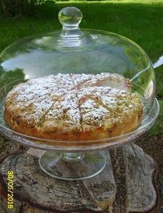 Ihana raparperitorttu Desert Recipes, Yummy Cakes, Camembert Cheese, Berries, Deserts, Food And Drink, Pudding, Treats, Gardening