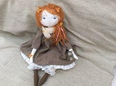 Un brin timide notre Adelaïde...dans sa tenue couleur d'automne...(35cm) - Le Jardin des Farfalous
