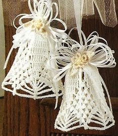 lots and lots of bell patterns! Angel Crafts, Diy And Crafts, Christmas Crafts, Christmas Bells, Christmas Time, Christmas Ornaments, Thread Crochet, Filet Crochet, Christmas Crochet Patterns
