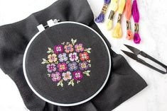 Free cross stitch pattern - Pansy Bouquet #crossstitch #moderncrossstitch