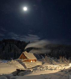 Silent Night at a Cozy Winter Cabin in Mezhdurechensk, Russia Winter Szenen, Winter Love, Winter Magic, Winter Night, Cold Night, Winter Months, Beautiful World, Beautiful Places, Cabin In The Woods