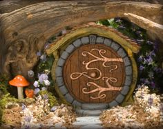 Etsy の Rustic Fairy Door by HiddenWorlds