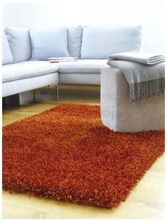 http://www.benuta.de/hochflor-teppich-sparkle-orange.html Mit seinem dicken, dichten und weichen Flor bringt der Hochflor Teppich Sparkle die besondere Art des luxuriösen Wohnens ins Haus und sorgt für kuschelweiches Wohlbefinden und das zu unschlagbar günstigen Preisen! Der original handgewebte Teppich steht für traditionelle Handwerkskunst unter fairen Bedingungen. Mit dem Good Weave Siegel ausgestattet erhalten Sie einen zertifizierten Teppich, der keine Wünsche offen lässt…