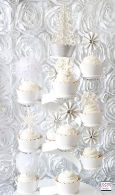 | Winter White Bridal Shower Sweets Table – The All White Color Trend | http://soiree-eventdesign.com