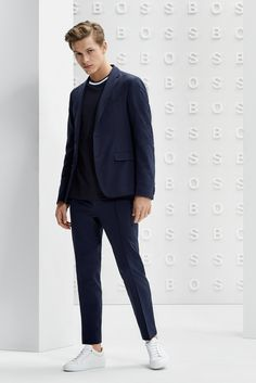 The BOSS Menswear Prefall 2019 collection Smart Casual Menswear Summer, Hugo Boss Man, Summer Accessories, Modern Man, Classic Looks, Looking For Women, Preppy, Men's Fashion, Interview