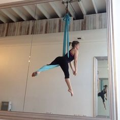 It's not always about splits, tricks and drops - sometimes you just wanna play. Playing around with a sequence inspired by @sarah.milosch ☺️ #aerialhammock #slingwork #aerials #aerialist #aerialistsofig #aerialcomnunity #aerialfitness #aerialarts #aerialdance #aerialacrobatics #aeriallove #aerialnation #aussieaerialists #aerialcircus #upsidedowneveryday #aerialyoga #antigravity #whatgravity