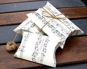 fabulous pillow boxs for gifts, they have them in a map print too!