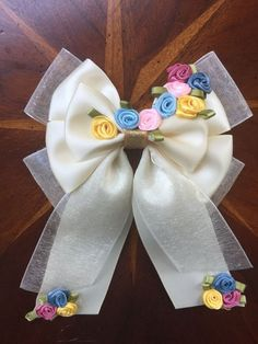 "Inspired by Disney's new Cinderella movie I have finally created a hair bow that reflects the look of the wedding dress Cinderella wore at the end of movie. Your sure to find your ""Happily ever after"" with this new bow! Diy Bow, Diy Ribbon, Ribbon Hair, Fabric Ribbon, Ribbon Crafts, Ribbon Bows, Fabric Flowers, Disney Hair Bows, Shower Bebe"