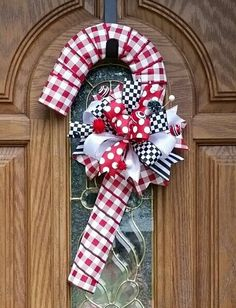 Black and red candy cane wreath. - My Wreaths - Candy Cane Ornament, Candy Cane Wreath, Candy Canes, Christmas Mesh Wreaths, Christmas Door Decorations, Christmas Craft Fair, Holiday Crafts, Xmas, Natal Diy