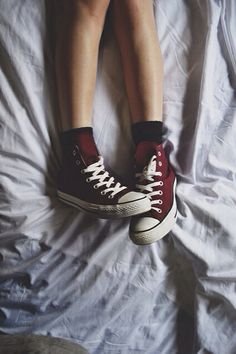 maroon hightop Converse - no way! I love these I wish I could have converse in every color! But I seriously want these! Sock Shoes, Cute Shoes, Me Too Shoes, Maroon Aesthetic, Aesthetic Grunge, Tenis Tipo All Star, Converse All Star, Converse Chuck Taylor, Maroon Converse