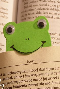 Make adorable FROG BOOKMARKS