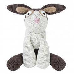 <p><em>Art no: 3025</em></p><p>Gehäkelter Teddybär aus 100% Baumwolle. Füllung aus Polyester. Perfekt für lange Fahrten oder als Dekoration für das frisch gemachte Bett.</p><p><b>Material</b><br />100% Baumwolle mit Polyesterfüllung</p><p><b>Messungen</b><br />H78cm B20cm</p>