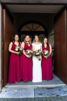 Christmas wedding bridesmaids ideas Christmas Bridesmaid Dresses, Wedding Bridesmaids, Wedding Dresses, Red Christmas, Christmas Wedding, Irish Wedding, Wedding Day, Wedding Photography, Ideas