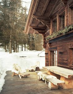 chalet/love that prim log bench and table duo/ oh, yeah...that fab house too ....