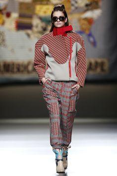 Mercedes-Benz Fashion Week Madrid. Otoño-Invierno 2014/2015. YODONA Ana Locking A little risk is OK, right? Chandalismo? Es un término despectivo en mi opinión...esta ropa es...joven