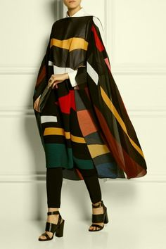 Issa Suzanne Plisse SIlk-Blend Poncho // Empress of Style Passion For Fashion, Love Fashion, Winter Fashion, Womens Fashion, Wetter Im Winter, Issa, Fashion Pictures, Coats For Women, Ponchos
