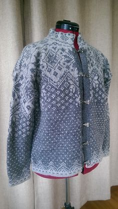 Ravelry: Farewell Norwegian Cardigan pattern by Julie Jackson - free pattern - sport weight Free Knitting Patterns For Women, Fair Isle Knitting Patterns, Crochet Hat For Women, Fair Isle Pattern, Sweater Knitting Patterns, Cardigan Pattern, Knit Cardigan, Crochet Poncho, Knit Jacket
