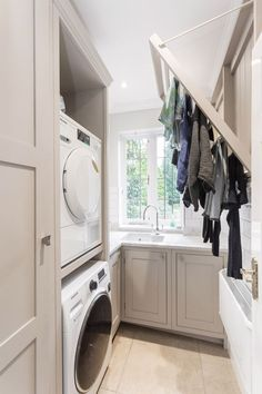 55 Inspiring Small Laundry Room Design Ideas - Home-dsgn Boot Room Utility, Small Utility Room, Utility Room Storage, Utility Room Designs, Small Laundry Rooms, Laundry Room Organization, Laundry Storage, Organization Ideas, Utility Room Ideas