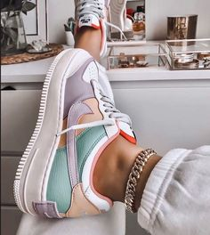 Image discovered by Ola Kogut. Find images and videos about shoes nike and colo Trendy Outfits Nike Air Force Ones, Nike Shoes Air Force, Nike Air Force 1 Outfit, Jordan Shoes Girls, Girls Shoes, Cute Sneakers For Women, Moda Sneakers, Shoes Sneakers, Af1 Shoes