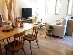 ナラ無垢材の家具で統一したナチュラルコーデ