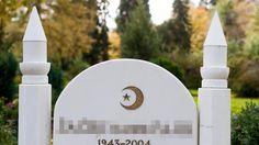 """Der Boden darf nicht durch """"Ungläubige"""" verunreinigt sein. Muslimische Gräber werden auf deutschen Friedhöfen immer zahlreicher. Für die Friedhöfe ist der neue Trend ein Gewinn. Doch die unterschiedlichen Bestattungskulturen müssen dabei zusammenfinden."""