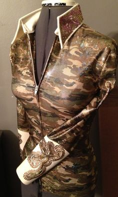 Western pleasure show shirt. Redneck camo and glam. That's how we roll in our barn '''''''''' ''''''''''''''''' cute for girls Rodeo Queen Clothes, Western Horsemanship, Queen Outfit, Western Pleasure, Western Shirts, Westerns, Camo, Leather Jacket, Horses