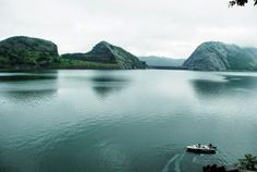 IdukkiLocated in the high range district of Kerala, Idukki is nestled amidst the verdant mountain ranges of the Western Ghats. The town is surrounded by three rivers known as Periyar, Thalayar and Thodupuzhayar.