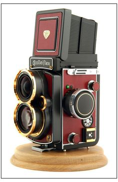Rollei Rolleiflex Wide in Gold and RED vintage camera! Old vintage camera. Photography Camera, Vintage Photography, Fashion Photography, Pregnancy Photography, Portrait Photography, Wedding Photography, Street Photography, Antique Cameras, Vintage Cameras