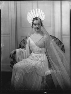 Diana Mitford, 1935