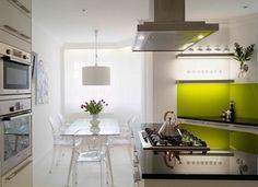 Cocinas pequeñas en blanco con un toque de color. Me apunto el pistacho.