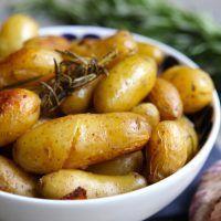 Pommes de terre confites à l'ail et au romarin »