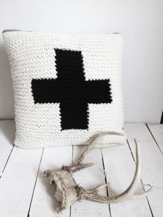 CUSHION Black Cross