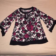 Cato's ladies floral print top Beautiful and cute!  Cato's ladies top size 14/16W flares at the bottom. Can be casual or dressed up. Cato Tops Blouses