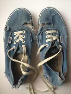 Art worn out vans threads-of-style Old Shoes, Vans Shoes, Vans Sneakers, Laura Harrier, Tennis Vans, Play Tennis, Just Keep Walking, Look Fashion, Mens Fashion