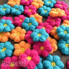 Mollie flowers tejidas a crochet para reciclar cualquier bolso o cartuchera . English subtitles video: crochet mollie flowers purse!