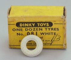VINTAGE DINKY TOYS MECCANO BOX 12 WHITE ENGRAVED 14mm MODEL 081 MOTOR CAR TYRES