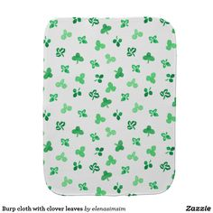 Burp cloth with clover leaves